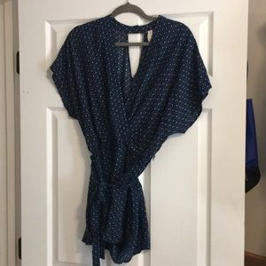 Super cute navy romper!